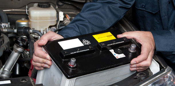 La manutenzione della batteria dell'auto